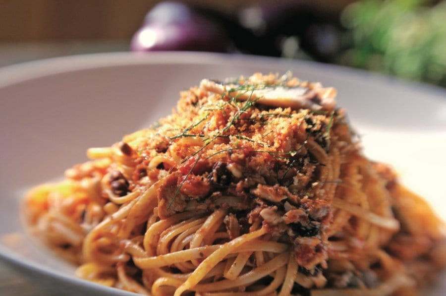 pasta with sardines, fennel and tomatoes