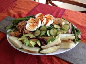nicoise salad with asparagus and salmon
